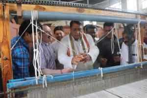 पहला हथकरघा प्रशिक्षण केंद्र का शुभारंभ, मंत्री ने कहा- कौशल निखार के साथ रोजगार में होगी वृद्धि