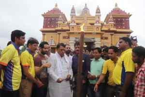 मंत्रीशर्मा ने बिड़ला मंदिर में रोशन की 6 फीट की लंबी अगरबत्ती
