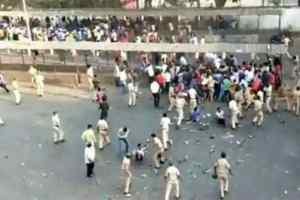 बांद्रा स्टेशन पर पहुंची भीड़ की खबर करने वाले पत्रकार के खिलाफ FIR दर्ज