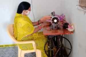 Dewas news : महिलाएं प्रतिदिन बना रहीं 2500 मास्क