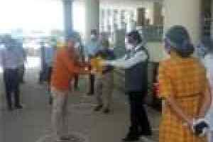 Dewas local news: देवास जिले में 11 मरीज स्वस्थ होकर पहुंचे घर