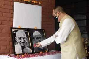 IIMC में पौधारोपण कर मनाई गई गांधी एवं शास्त्री जयंती
